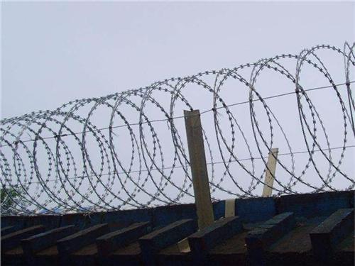 刀片刺绳 刺丝滚笼 边境隔离网